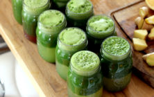green-juice-counter-lemons-mason-jars